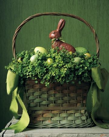 Clover Basket - Easter Decorating Ideas in Pictures & How-To Examples