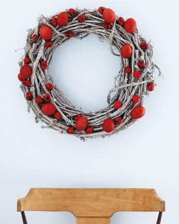 Red Eggs Wreath - Easter Decorating Ideas in Pictures & How-To Examples